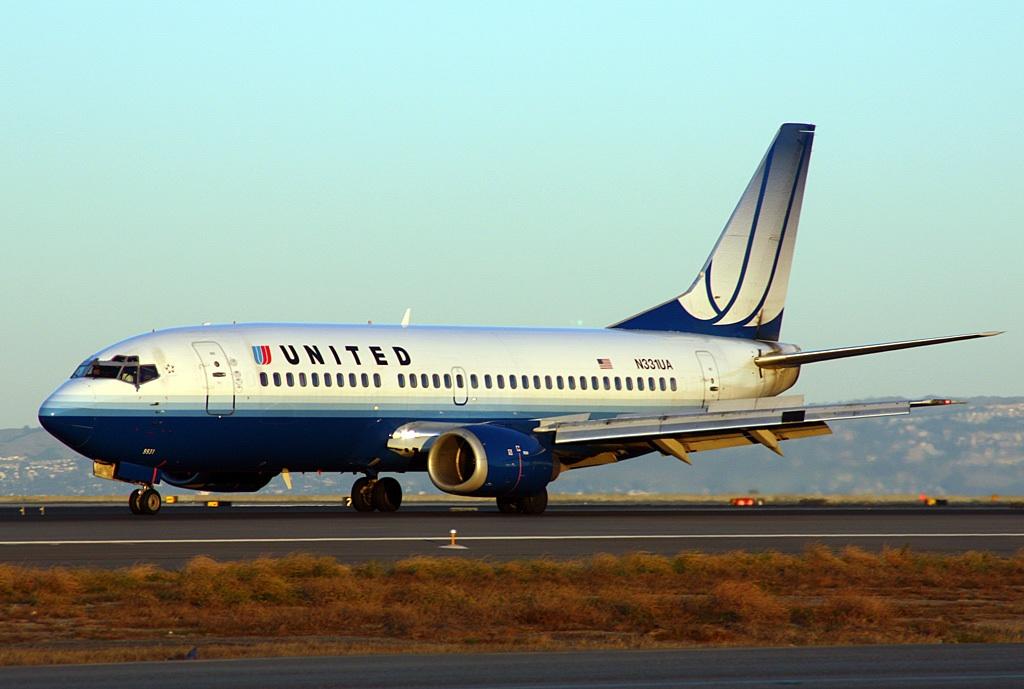 united-737-300-n331ua-04grd-sfo-dblr.jpg